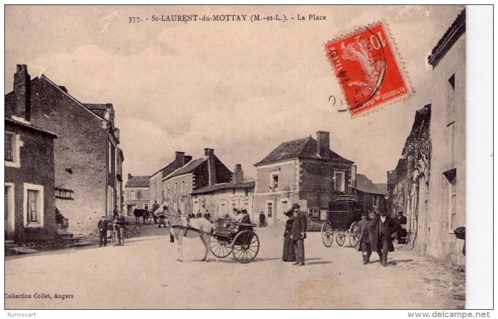St-Laurent-du-Mottay.. Très Animée La Place Attelages Chevaux - Other Municipalities