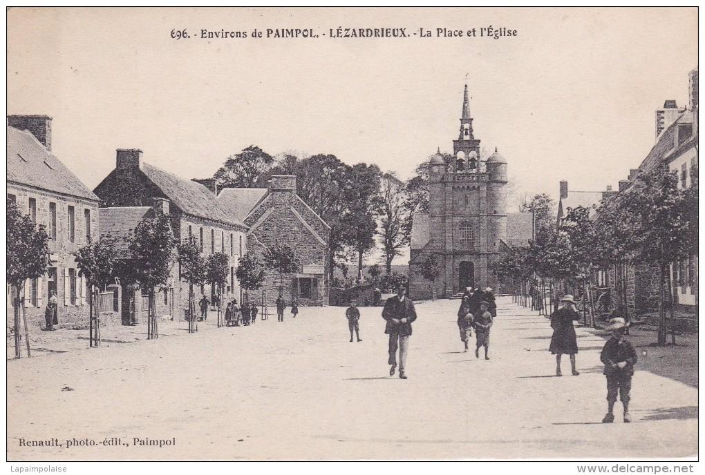 22 COTE D´ARMOR LEZARDRIEUX  La Place De L'église N° 696 - France