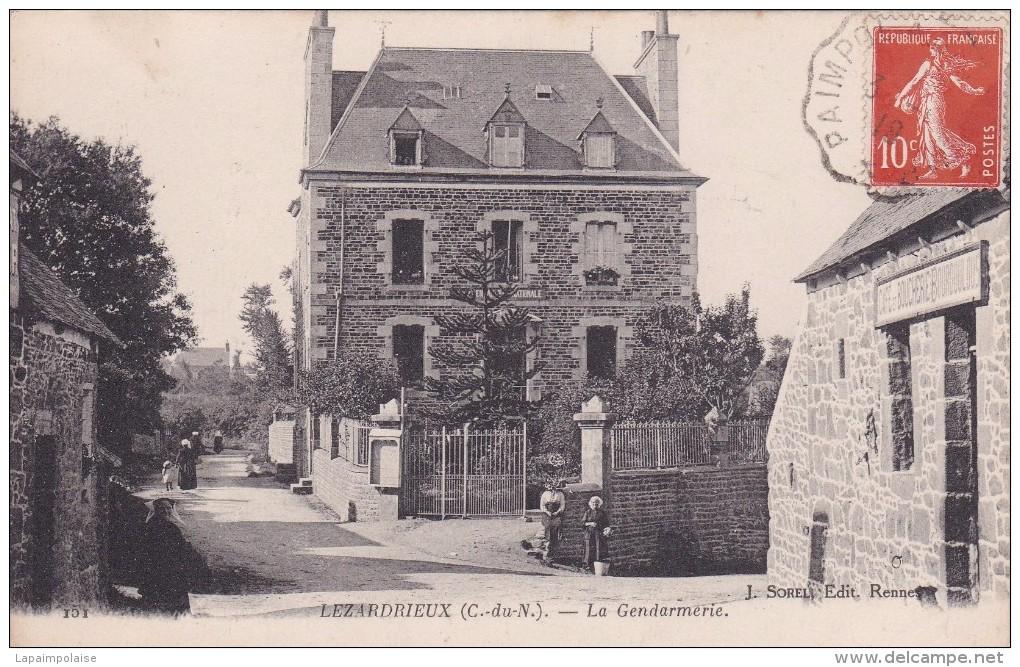22 COTE D´ARMOR LEZARDRIEUX  La Gendarmerie, Café Boucherie Bourdoulous N° 151 - Autres Communes
