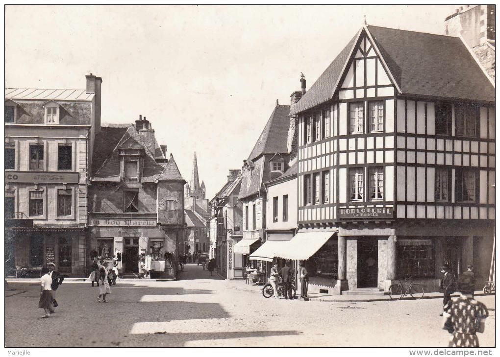 22 PAIMPOL Grand Place Rue De L´église CP 1950 - Paimpol