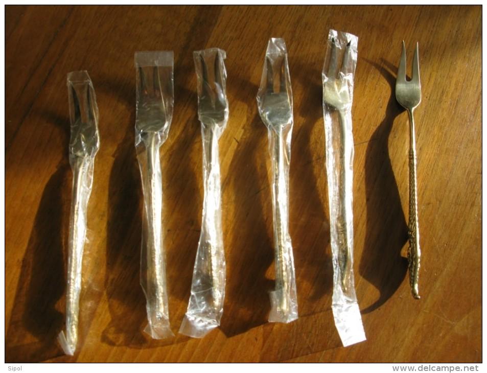 Lot De 6 Fourchettes à 2 Dents  ( à Escargots Ou Autre ) Neuves  - Bronze   -TBE - Fourchettes
