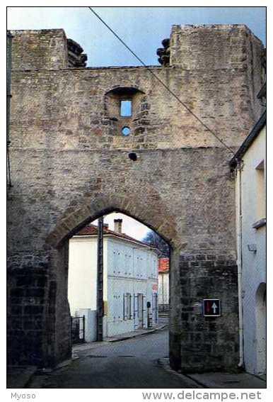 17  TONNAY BOUTONNE Porte De La Ville XII°s - Autres Communes