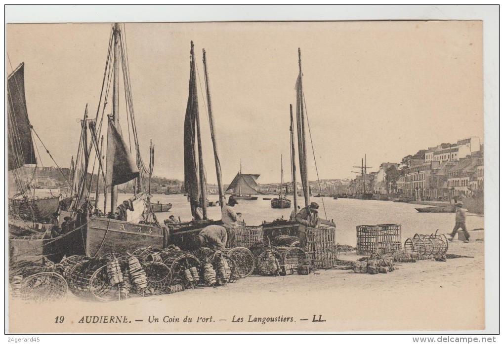 2 CPSM AUDIERNE (Finistère) - Un Coin Du Port : Les Langoustiers, Les Casiers à Homards - Audierne