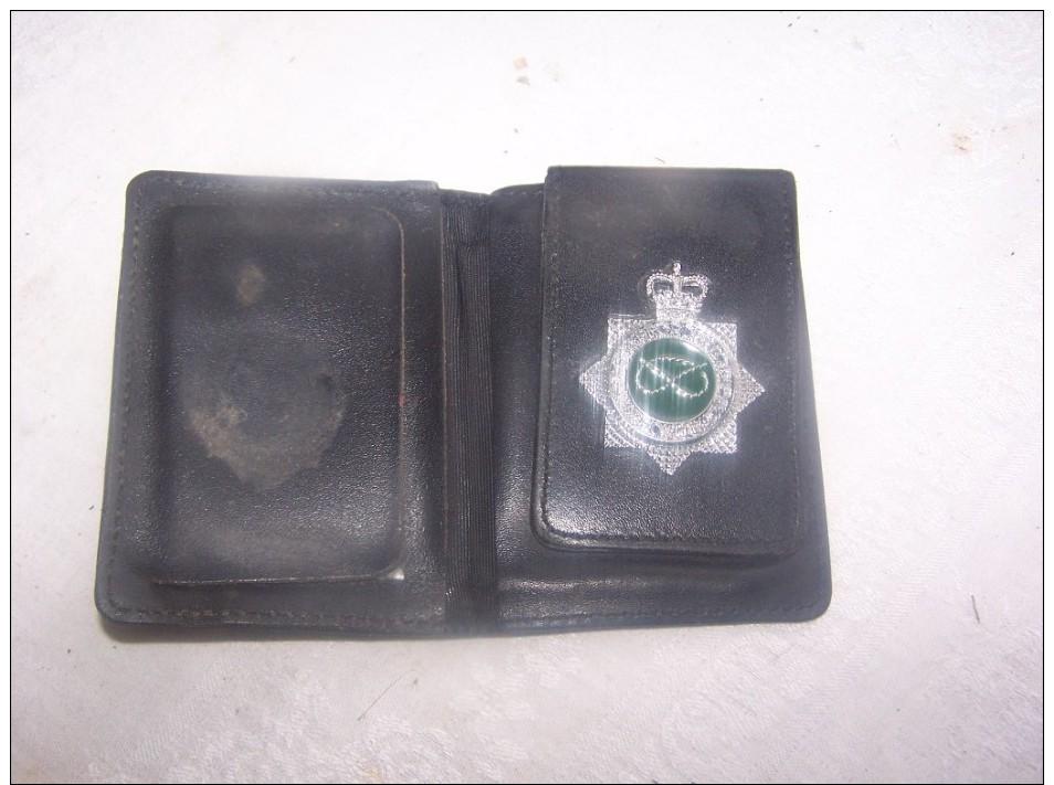 Carnet Et Insigne  Police Anglaise - Policia