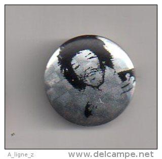 REF A6 : Pin's Pin Badge Ancien Vers 1980 Jimmy HENDRIX - Celebrities