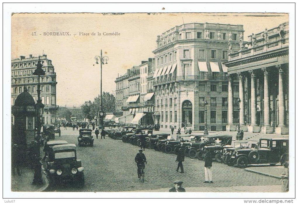 Bordeaux   Parking  Place De La Comédie - Voitures De Tourisme