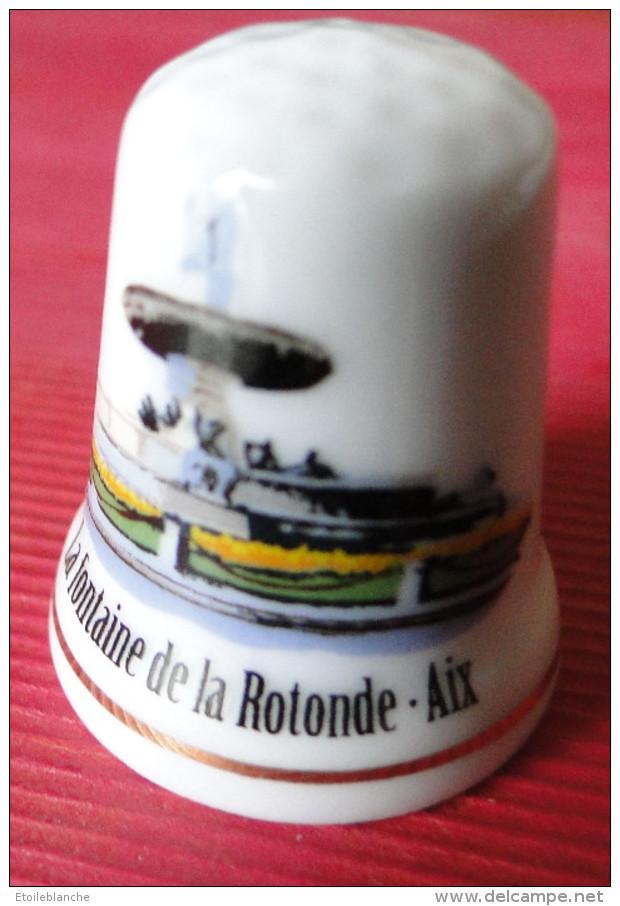 Dé à Coudre - Aix En Provence (13)  Fontaine De La Rotonde, Dessin Sur Porcelaine - Ditali Da Cucito