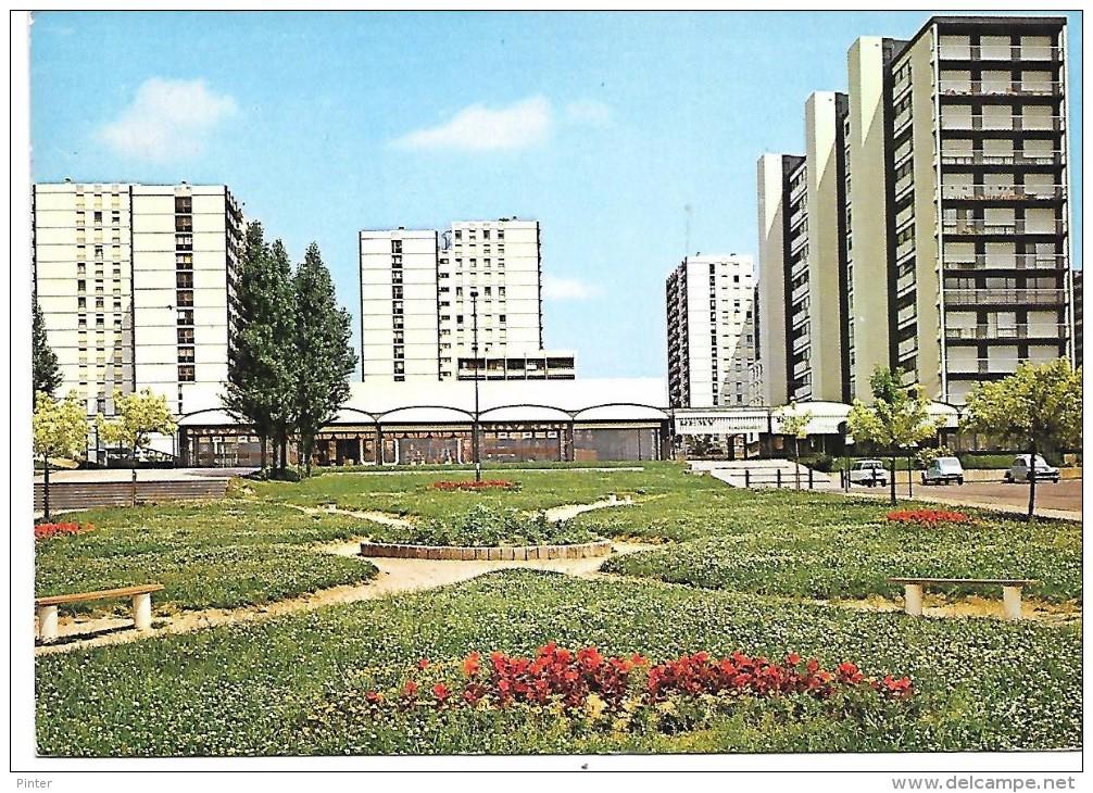 SAINT DIZIER - VERT-BOIS - Le Square Et Le Centre Commercial - Saint Dizier