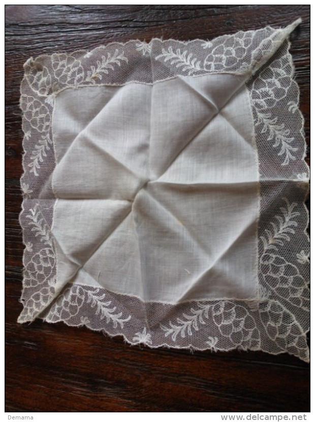 Kanten Zakdoekje - Laces & Cloth