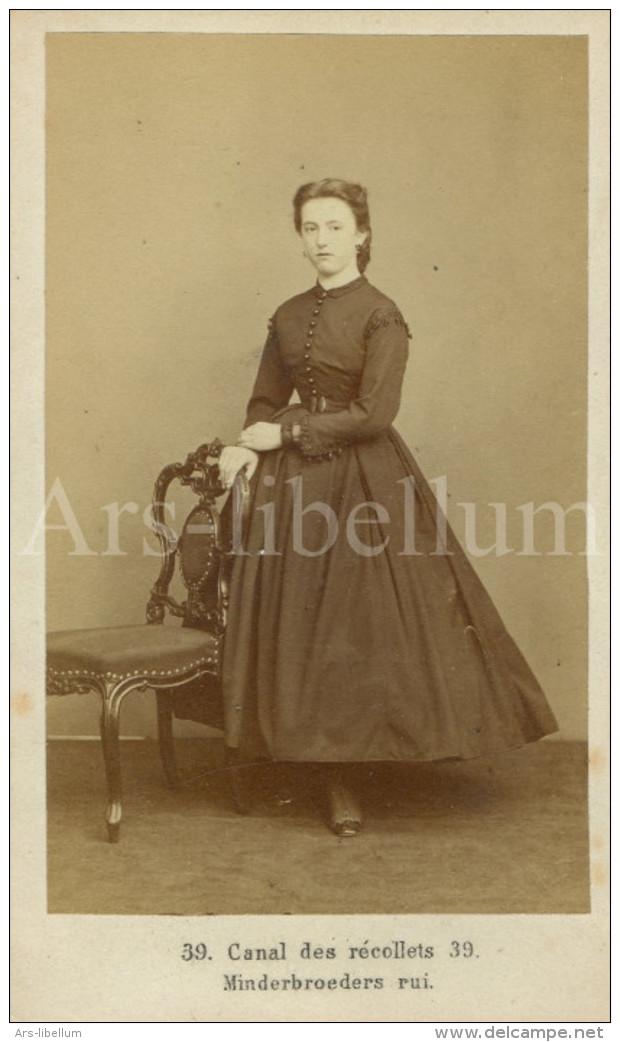 Photo / Carte De Visite / CDV / Femme / Woman / Association Photographique / Antwerpen / Dumerey / Simonis - Photos