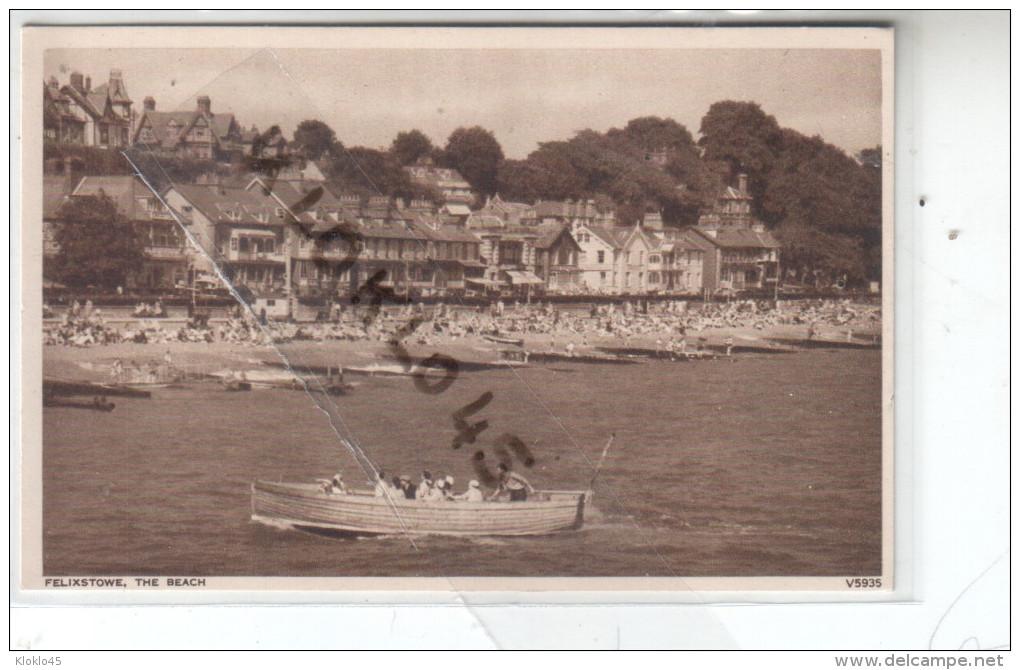 Angleterre -  FELIXSTOWE - THE BEACH - Animé Estivants Sur La Plage , Bateau Grosse Barque De Promenade - CPA - Angleterre