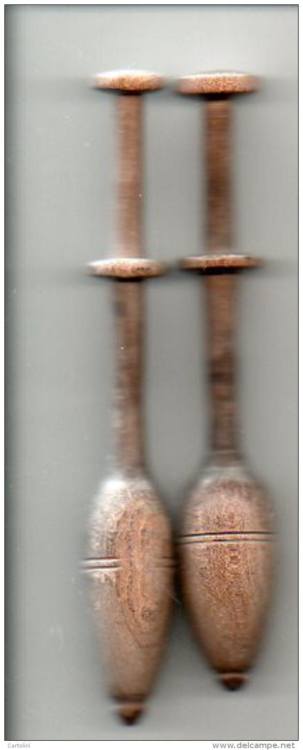 Oude Kantklos 2 Stuks   Ancien  Fuseau Dentelle 12,5 En 12cm  Brugge   Vr Grof Kantwerk Kantwerkster Dentellière Lace - Creative Hobbies
