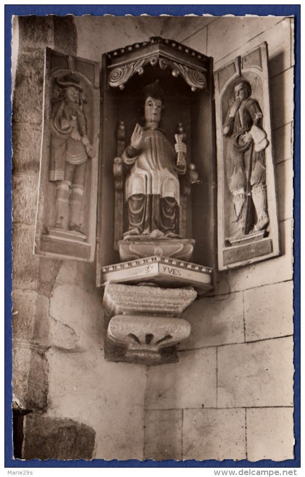 29 SAINT-HERBOT Chapelle XVe S. St Yves Entre Le Pauvre Et Le Riche - Saint-Herbot