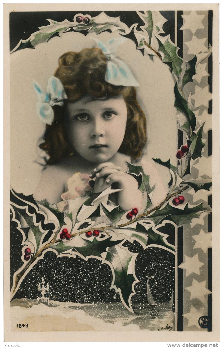 ENFANTS - LITTLE GIRL - MAEDCHEN - Jolie Carte Fantaisie Portrait Fillette épaules Dénudées Avec Houx Et Neige - Portraits