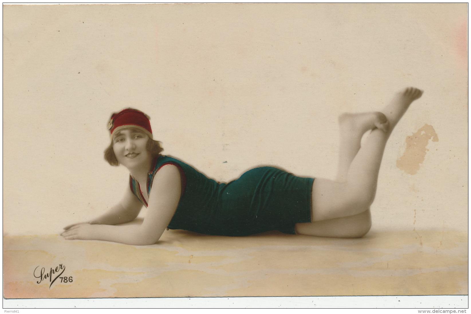 FEMMES - FRAU - LADY - MODE - Jolie Carte Fantaisie Portrait Jeune Femme Baigneuse - Femmes