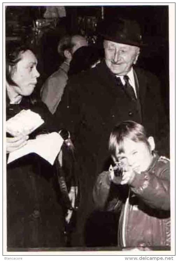 Enfant Au Tir Forain Photographique - Foires