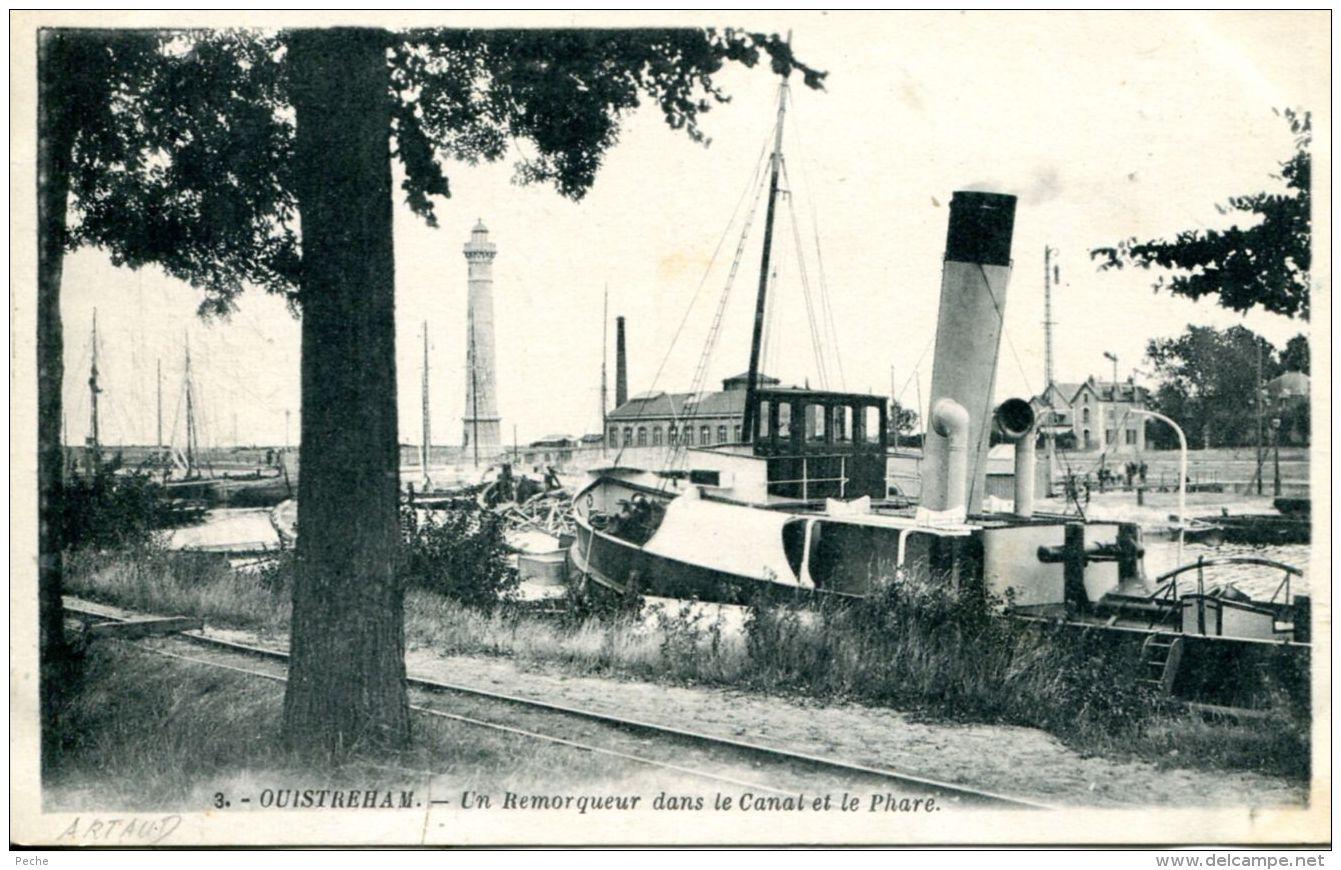 N°1 E -cpa Ouistreham -un Remorqueur Dans Le Canal Et Le Phare- - Remorqueurs