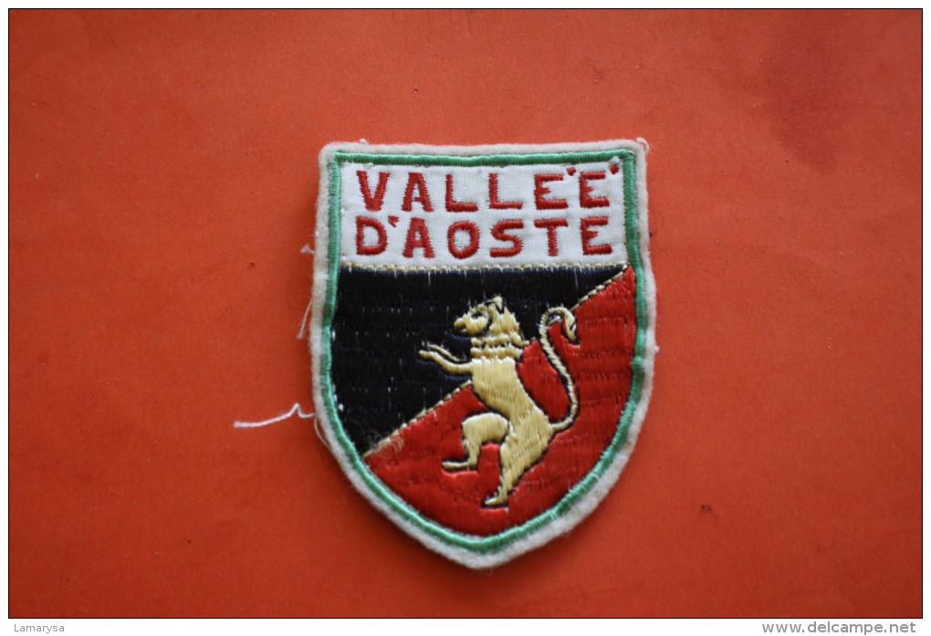 VALLEE D'AOSTE ITALIE ITALIA BLASONE SCUDO BLASON ECUSSON TISSU Brodé Ecussons Tissu Voir RECTO/VERSO - Scudetti In Tela