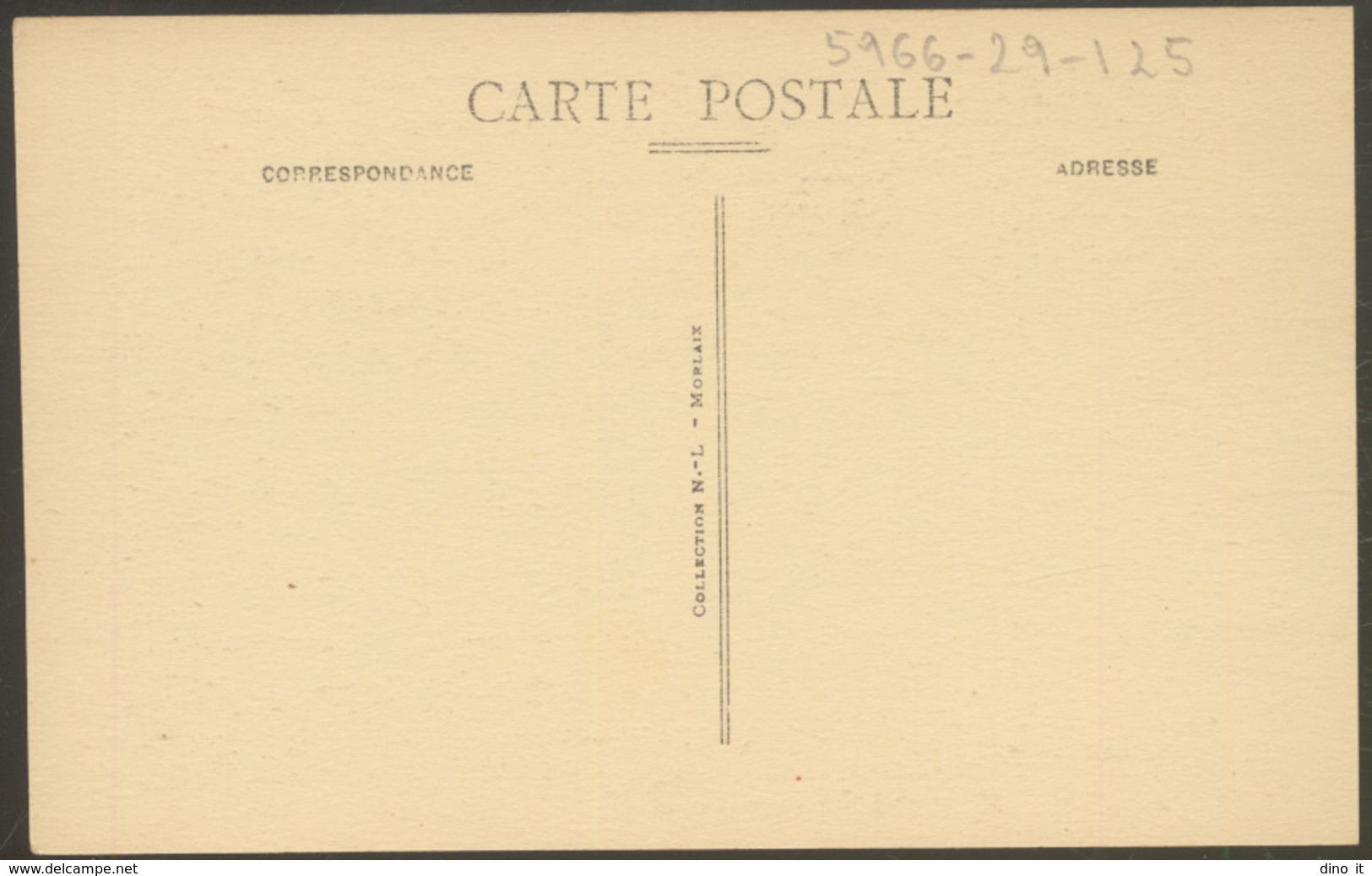 23 - ST. THÉGONNEC (Finistère).- Details Du Calvaire - Saint-Thégonnec