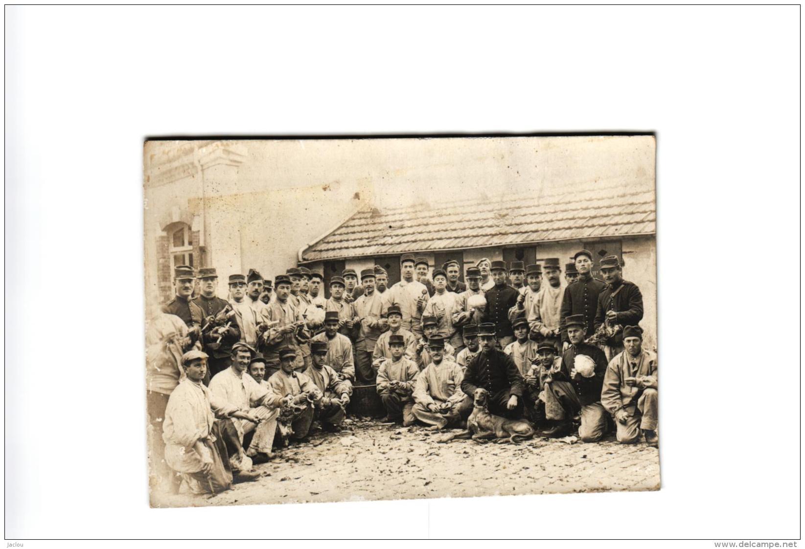 CARTE PHOTO MILITAIRE,BESANCON 30 OCTOBRE 1910,BEAU CHIEN !!!,MILITAIRES VOIR CLICHE !!!   REF 46664 - Personen