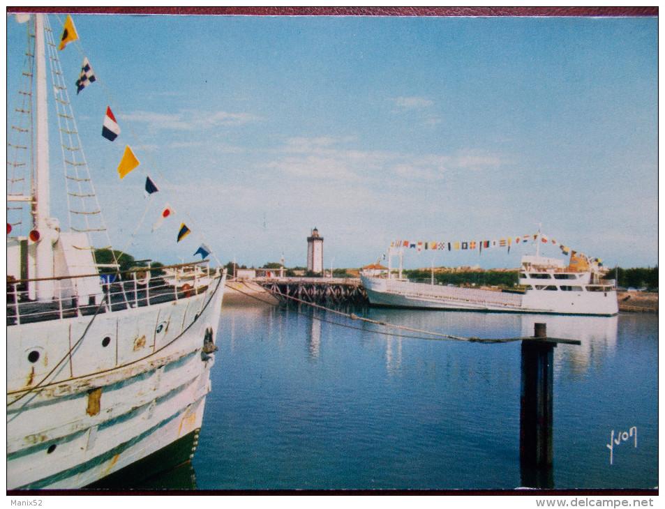 """33 - La Pointe De Grave - PORT BLOC - Les Bacs """"Cordouan"""" Et """"La Gironde"""". - France"""