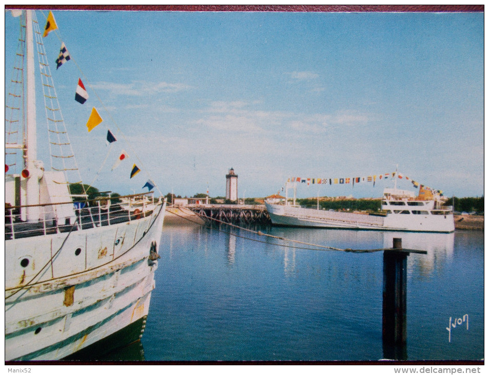 "33 - La Pointe De Grave - PORT BLOC - Les Bacs ""Cordouan"" Et ""La Gironde"". - Frankrijk"