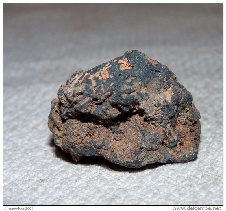 BELLE PIERRE SULFATE DE CUIVRE 3.5 X 3 X 1.8 Cm Environ 17 Grammes - Minerals