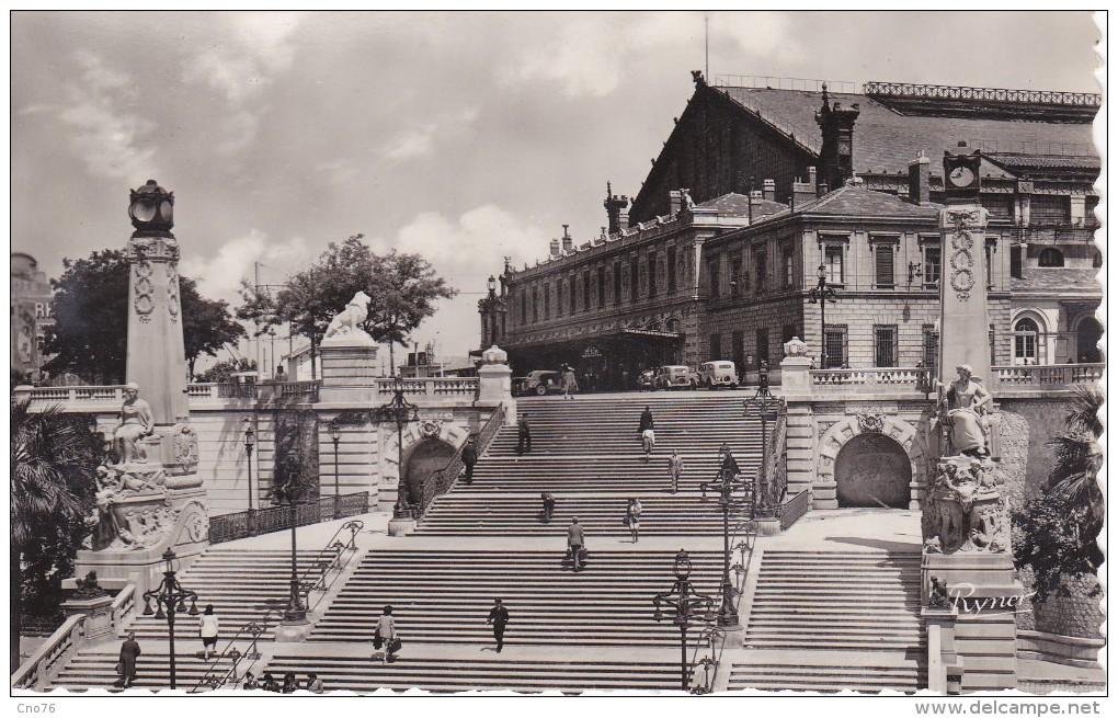Marseille La Gare Saint Charles Et L'Escalier Monumental N° 13 CPSM - Canebière, Centro
