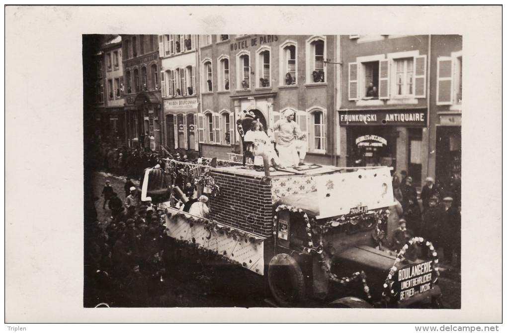 Saint-Avold - Carnaval (?) - Boulangerie - Devant Hotel De Paris - 45 Rue Du Général Hirschauer - Carte Photo - Saint-Avold