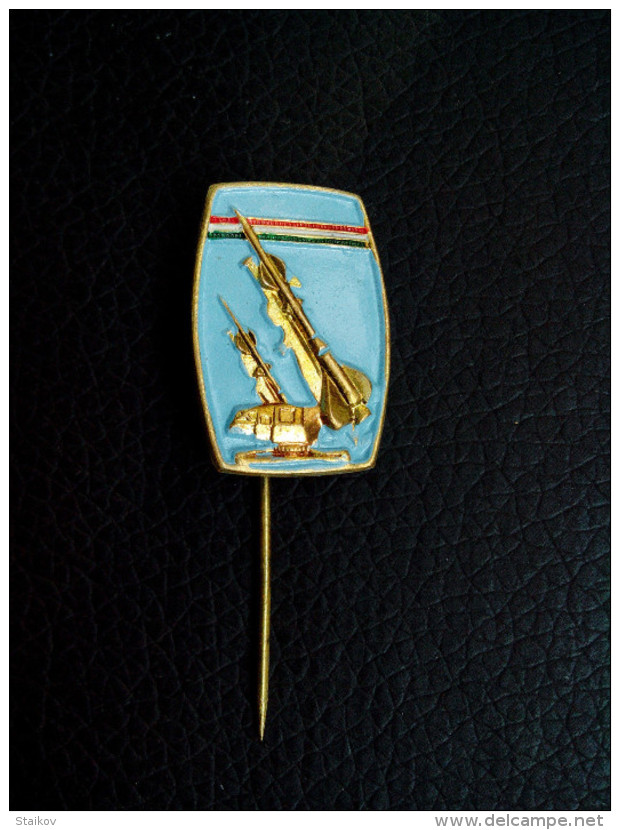 VINTAGE VERY RARE HUNGARY MILITARY ARTILLERY DEFENCE PIN BADGE ENAMEL - Airforce