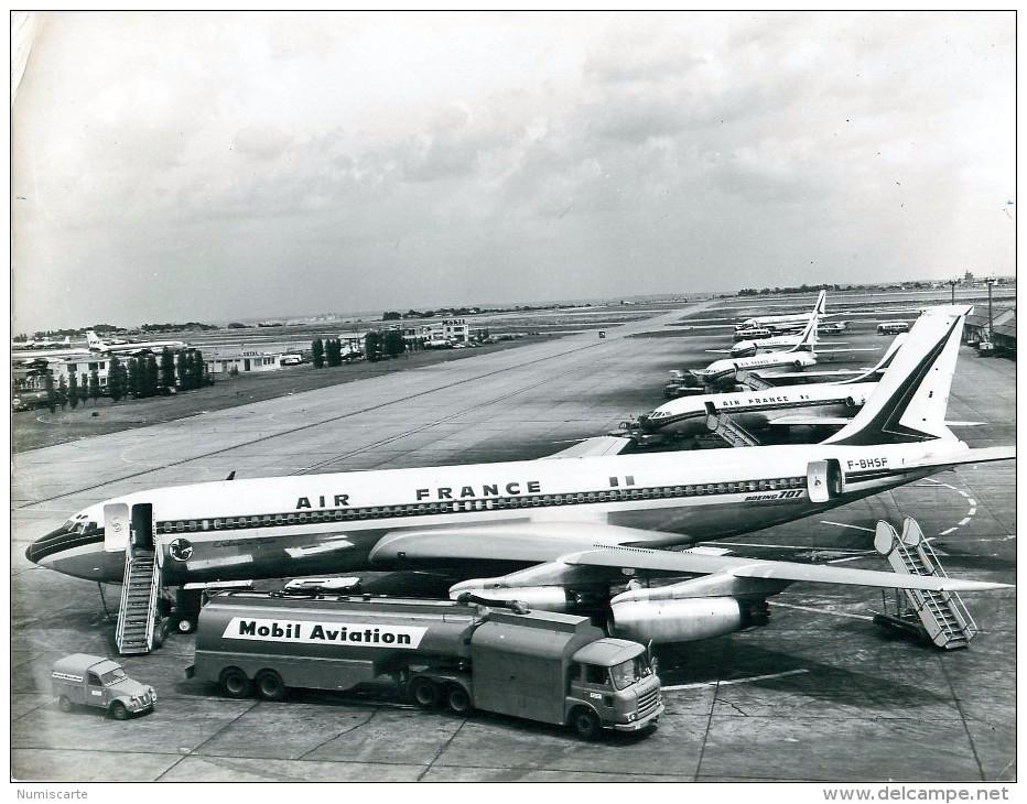Photo Exploitation 18x24cm Collection AIR FRANCE - Boeing 707 F-BHSF Château De Blois, 2cv Et Saviem MOBIL AVIATION - Aviation