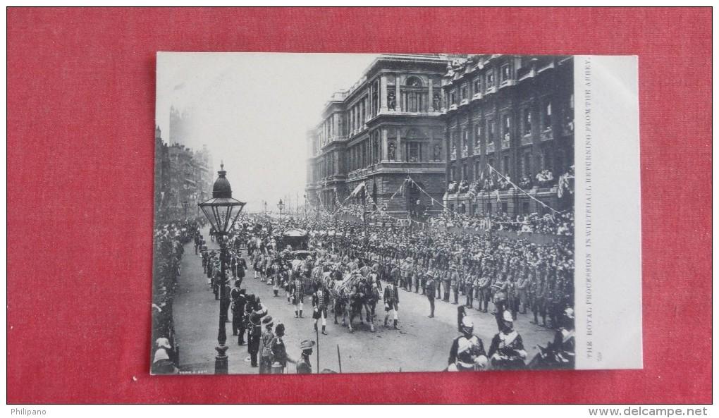 Royal Procession In Whitehall     Ref 2231 - Célébrités