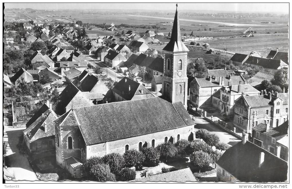 DEPT 39 - En Avion Au Dessus De ................ TAVAUX  - Centre Du Bourg - L'Eglise  - SM - - Tavaux