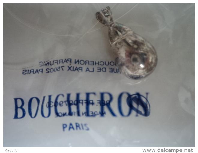 """BOUCHERON :"""" INITIAL"""" PENDENTIF/REPLIQUE   AVEC CORDON + FERMETURE  SOUS BLISTER   LIRE & VOIR !! - Miniatures Modernes (à Partir De 1961)"""