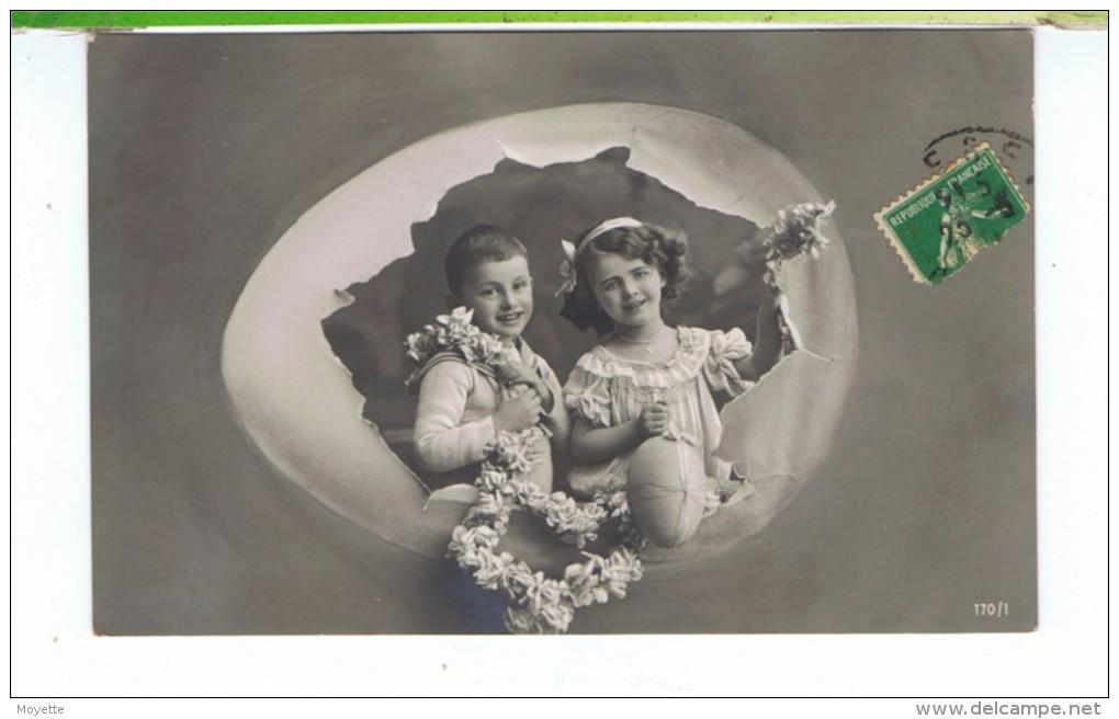 CPA-1913-JOYEUSES PÂQUES-ENFANTS-UN COUPLE D'ENFANTS DANS UN GROS OEUF- - Pâques