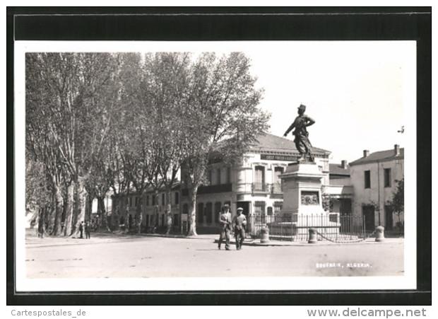 CPA Boufarik, Platz Im Zentrum Avec Monument - Alger