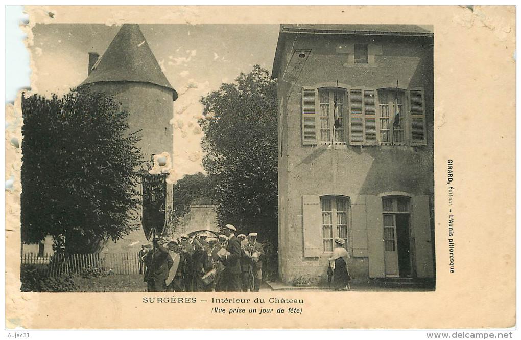 Dep 17 - Chateaux - Musique - Surgères - Intérieur Du Château ( Vue Prise Un Jour De Fête ) - état - Surgères
