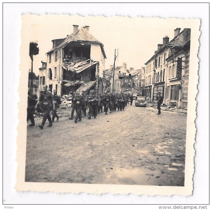 Soldats Allemands Dans Les Rues De CRECY SUR SERRE - 2nd Guerre Mondiale - Photos