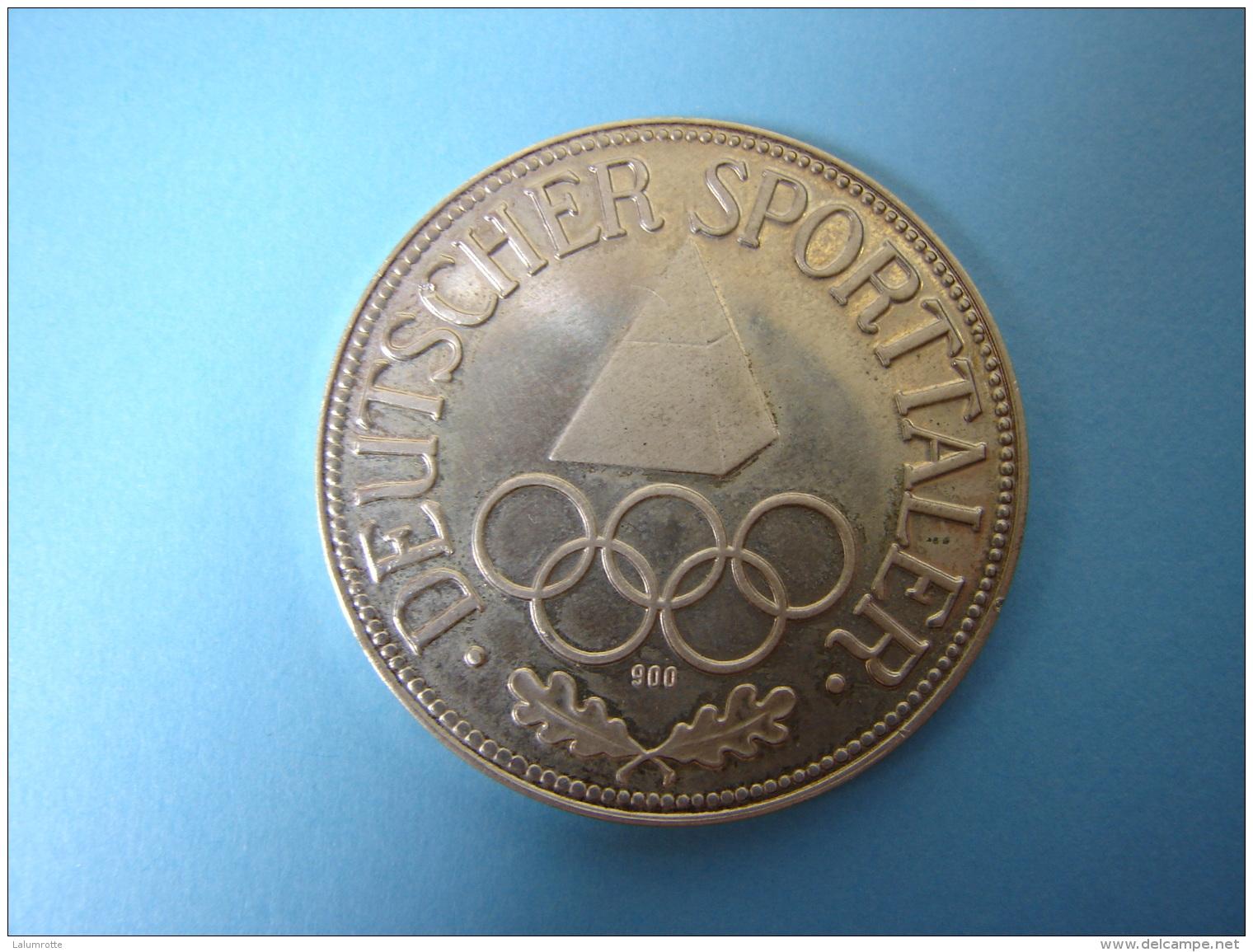 PA. Mo. 69. Jugend Der Welt IM Sport Vereint . Deutscher Sportaler. Argent 900 - Germany