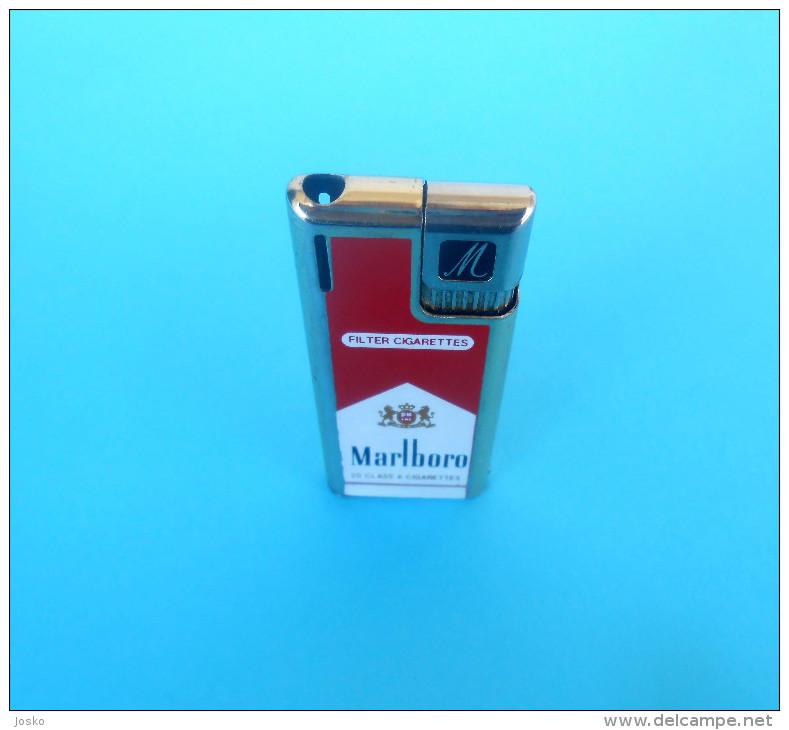 MARLBORO .... 20 Class A Cigarettes ... Vintage Gas Lighter * Old Essence Plus Légère Alte Benzinfeuerzeug Gasoline - Lighters