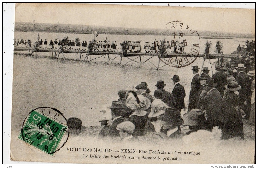 VICHY 10 13 MAI 1913 39 E FETE FEDERALE DE GYMNASTIQUE LE DEFILE DES SOCIETES SUR LA PASSERELLE PROVISOIRE - Vichy