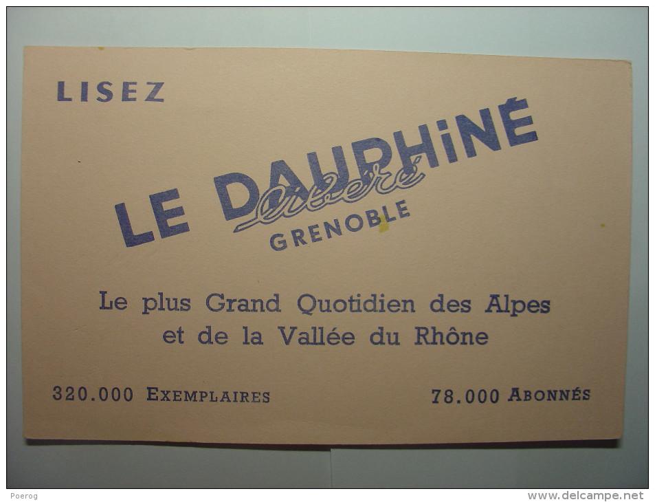 BUVARD ANCIEN - LISEZ LE DAUPHINE LIBERE GRENOBLE - 21cm X 13.5cm - Buvards, Protège-cahiers Illustrés