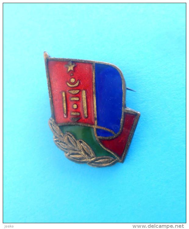MONGOLIA - Vintage Communist Enamel Pin Badge - Abzeichen & Ordensbänder