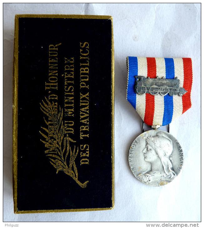 MEDAILLE D´HONNEUR DU Ministère Des TRAVAUX PUBLIQUE Chemins De Fer 1936 Bronze Argenté Avec Boîte - Graveur O Roty - France