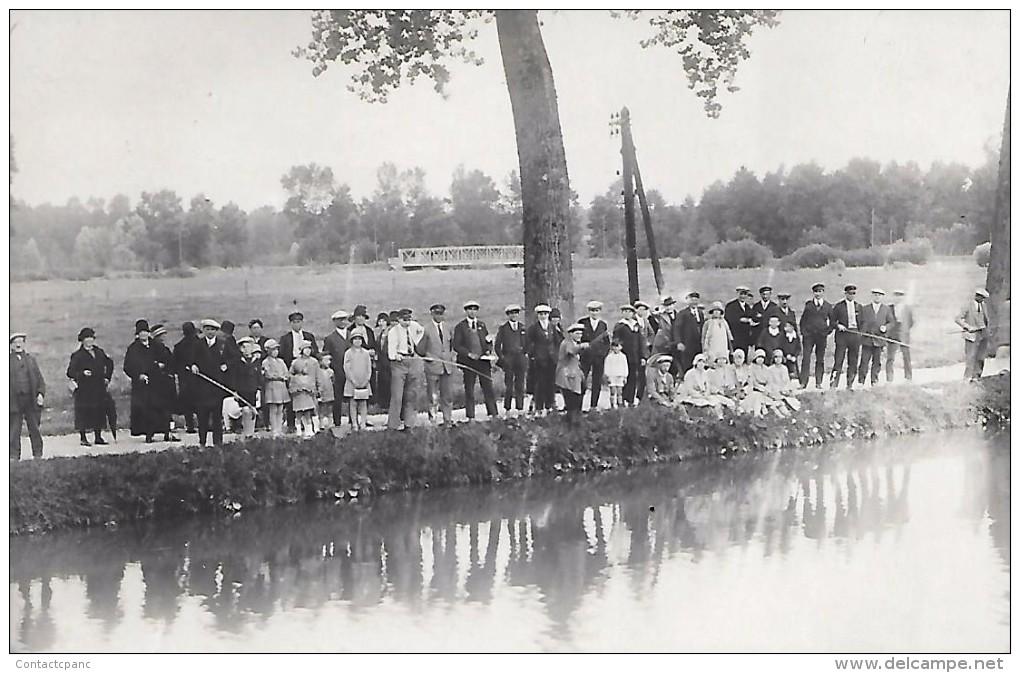 VAIRES  ( 77 )  -  Pêche Au Bord Du Canal De Chelles  ( CARTE - PHOTO  ) - Vaires Sur Marne