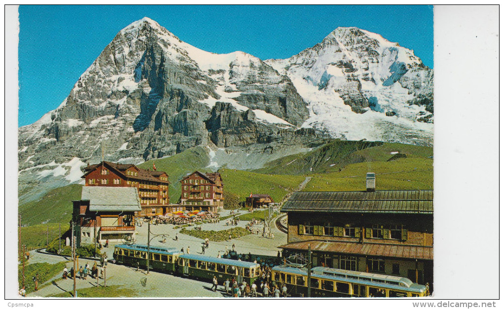 GRINDELWALD / KLEINE SCHEIDEGG - ARRIVEE D'UN TRAIN - BE Berne