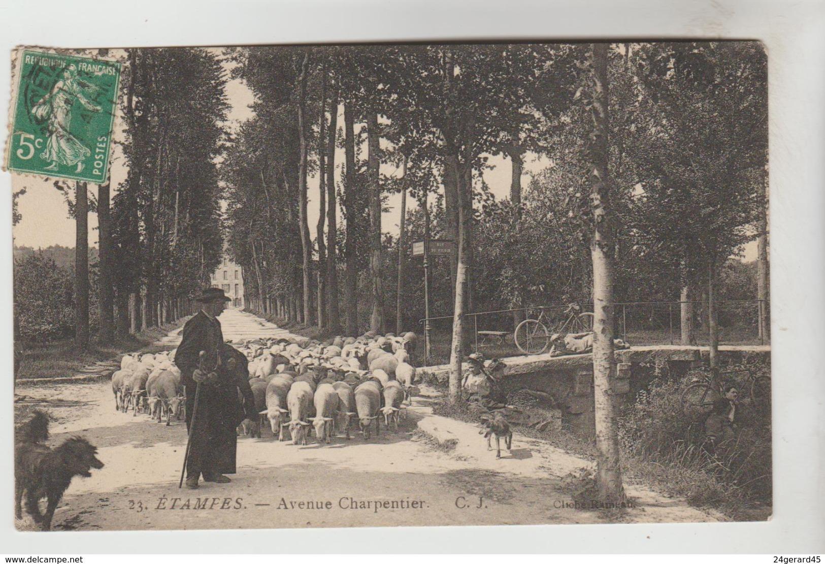 CPA ETAMPES (Essonne) - Avenue Charpentier - Etampes
