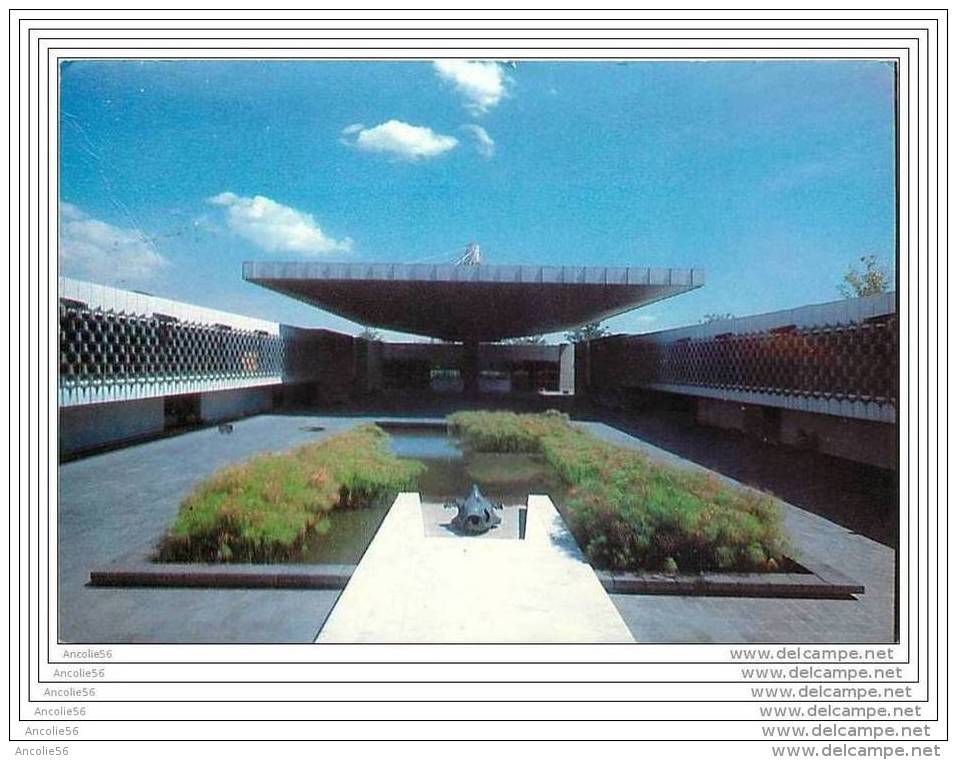 PATIO CENTRAL DEL MUSEO NACIONAL DE ANTROPOLOGIA MEXICO - Mexico