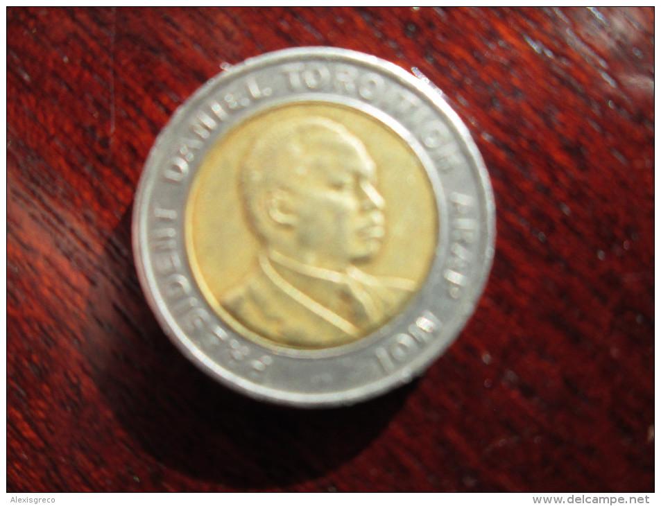KENYA 1995  FIVE SHILLINGS  ARAP MOI  USED COIN Bi-metallic Brass Center In Copper-nickel Ring.. - Kenya