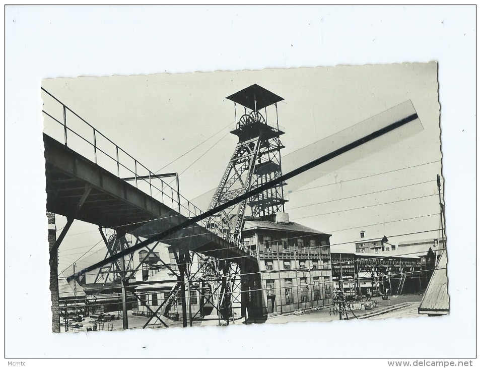 CPSM - Série Des Mineurs - Un Puits De Mine Et Son Chevalet - France